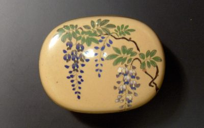 Box with wisteria
