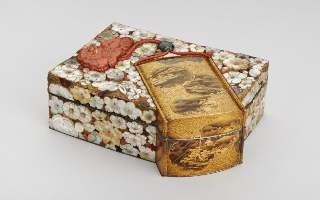 Lacquer box with blossoms
